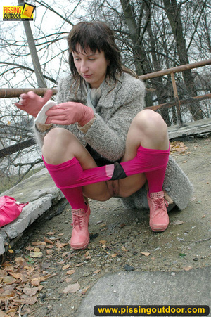 Girl in bright shows no shame as she bends to show pussy and pee right on the road - XXXonXXX - Pic 7