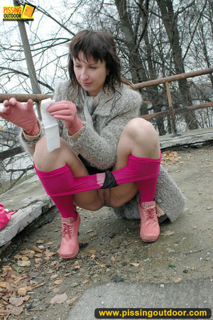 Girl in bright shows no shame as she bends to show pussy and pee right on the road - XXXonXXX - Pic 8