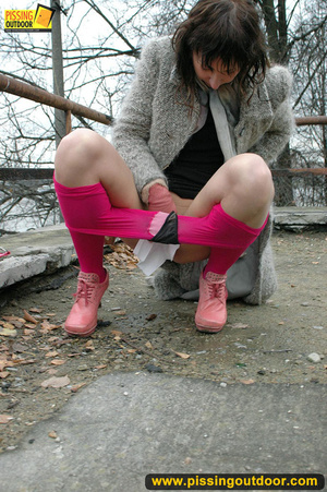 Girl in bright shows no shame as she bends to show pussy and pee right on the road - XXXonXXX - Pic 11