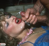 This retro girl knows how to entertain a man