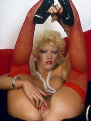Retro chick in stockings playing with - XXX Dessert - Picture 5