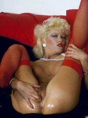 Retro chick in stockings playing with - XXX Dessert - Picture 6