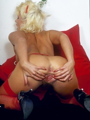 Retro chick in stockings playing with - XXX Dessert - Picture 10