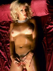 Blonde milf playing with thick glass - XXX Dessert - Picture 1