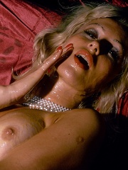Blonde milf playing with thick glass - XXX Dessert - Picture 4
