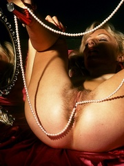 Blonde milf playing with thick glass - XXX Dessert - Picture 8