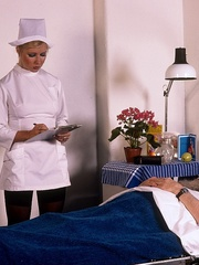 Classic blond nurse seduces horny old - XXX Dessert - Picture 4