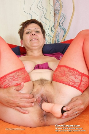 Plump momma with short hair and big tits plays with tits, pussy and long dildo - XXXonXXX - Pic 6