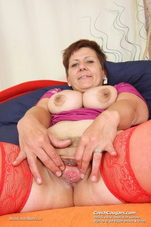 Plump momma with short hair and big tits plays with tits, pussy and long dildo - XXXonXXX - Pic 7