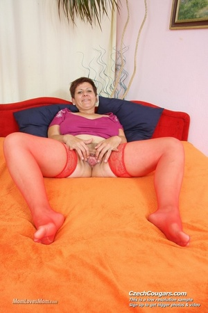 Plump momma with short hair and big tits plays with tits, pussy and long dildo - XXXonXXX - Pic 9