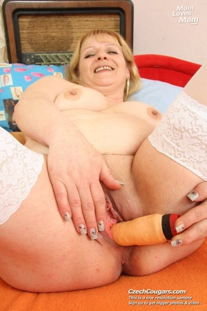 Hot mama looking for fun shows pussy and tits and plays with dildo - XXXonXXX - Pic 3