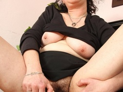 Hot blooded momma looks real hot showing pussy and - XXXonXXX - Pic 5
