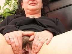 Hot blooded momma looks real hot showing pussy and - XXXonXXX - Pic 15