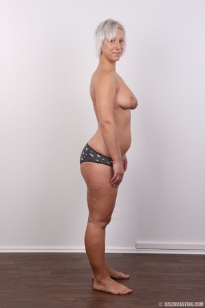 Hot blonde mom with sexy fat ass shows i - XXX Dessert - Picture 8