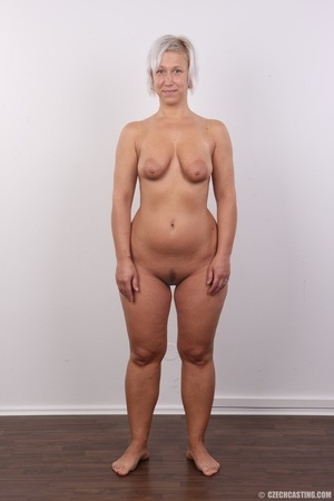 Hot blonde mom with sexy fat ass shows i - XXX Dessert - Picture 14