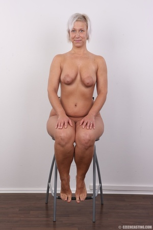 Hot blonde mom with sexy fat ass shows i - XXX Dessert - Picture 18