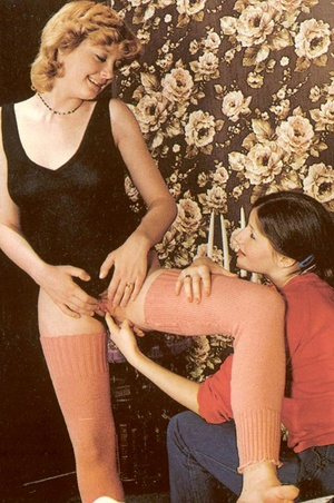 Two hairy retro lesbos getting surprised - XXX Dessert - Picture 5