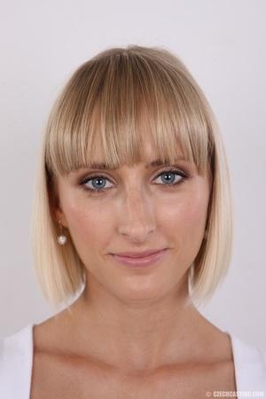 Seductive looking short hair blonde beau - XXX Dessert - Picture 1