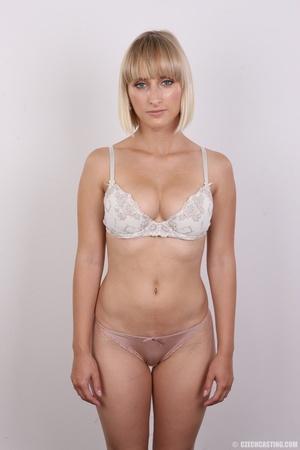 Seductive looking short hair blonde beau - XXX Dessert - Picture 7