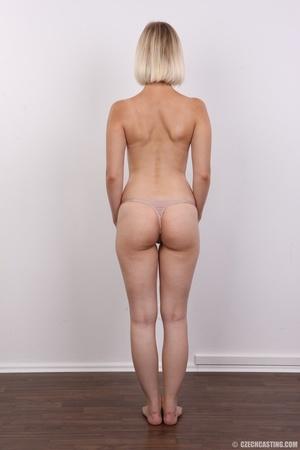 Seductive looking short hair blonde beau - XXX Dessert - Picture 10