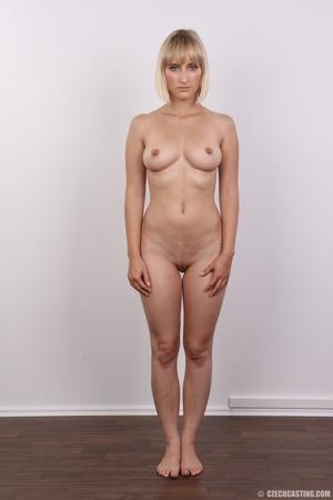 Seductive looking short hair blonde beau - XXX Dessert - Picture 15
