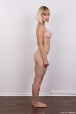 Seductive looking short hair blonde beau - XXX Dessert - Picture 16