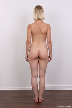 Seductive looking short hair blonde beau - XXX Dessert - Picture 17