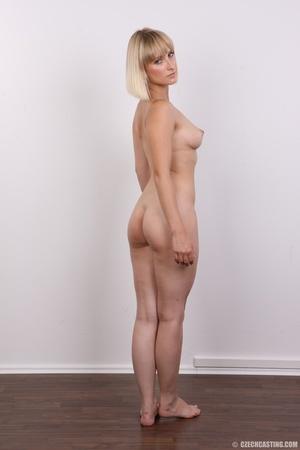 Seductive looking short hair blonde beau - XXX Dessert - Picture 18