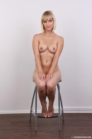 Seductive looking short hair blonde beau - XXX Dessert - Picture 19