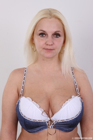 Chubby seductive blonde with hot big tit - XXX Dessert - Picture 3