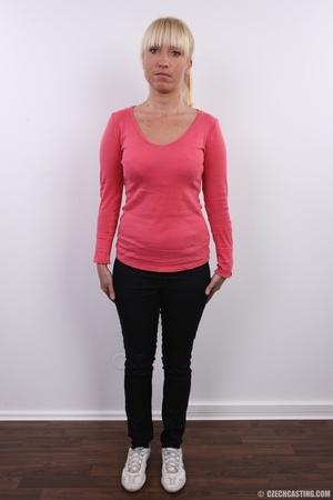 Blonde with seductive body showing big t - XXX Dessert - Picture 2