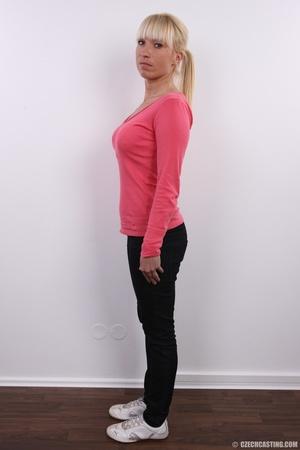 Blonde with seductive body showing big t - XXX Dessert - Picture 3