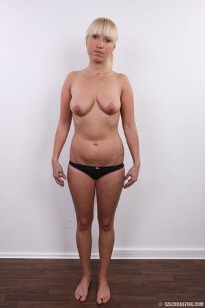 Blonde with seductive body showing big t - XXX Dessert - Picture 7