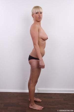 Blonde with seductive body showing big t - XXX Dessert - Picture 8