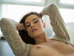 Lusty brunette with juicy tits blowing and - XXX Dessert - Picture 3
