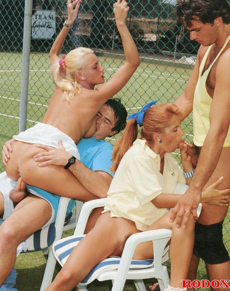 Blond milf tennis players