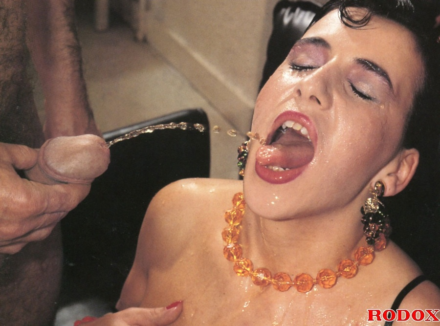 Free face pissing galleries