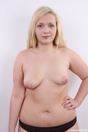 Chubby cute faced blonde shows big sexy  - XXX Dessert - Picture 10