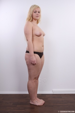 Chubby cute faced blonde shows big sexy  - XXX Dessert - Picture 15