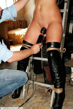 Hot high heels wearing blonde with gorge - XXX Dessert - Picture 10