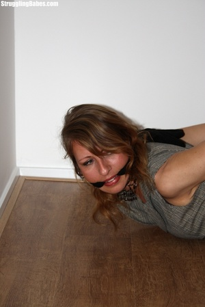 Blonde whore in stockings is tied up and - XXX Dessert - Picture 6