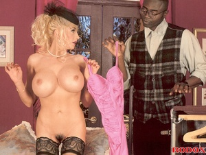 Retro blonde nailed by a large solid bla - XXX Dessert - Picture 3