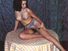 Beautiful vintage ladies are posing naked - XXX Dessert - Picture 5