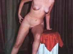 Beautiful vintage ladies are posing naked - XXX Dessert - Picture 7