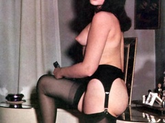 Beautiful vintage ladies are posing naked - XXX Dessert - Picture 12