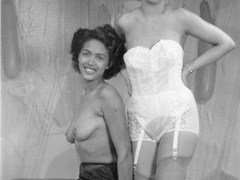Multiple sexy vintage ladies posing naked - XXX Dessert - Picture 10