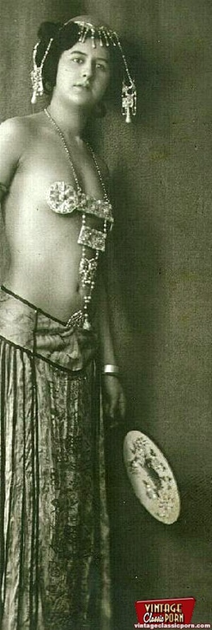 Daring vintage girls wear exotic costume - XXX Dessert - Picture 5