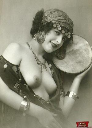 Daring vintage girls wear exotic costume - XXX Dessert - Picture 8