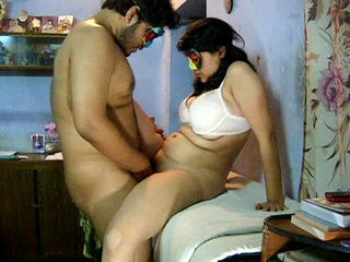Curvy Indian housewife in a mask and bra getting - XXXonXXX - Pic 2