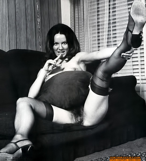 All natural hairy retro nymph playing wi - XXX Dessert - Picture 9